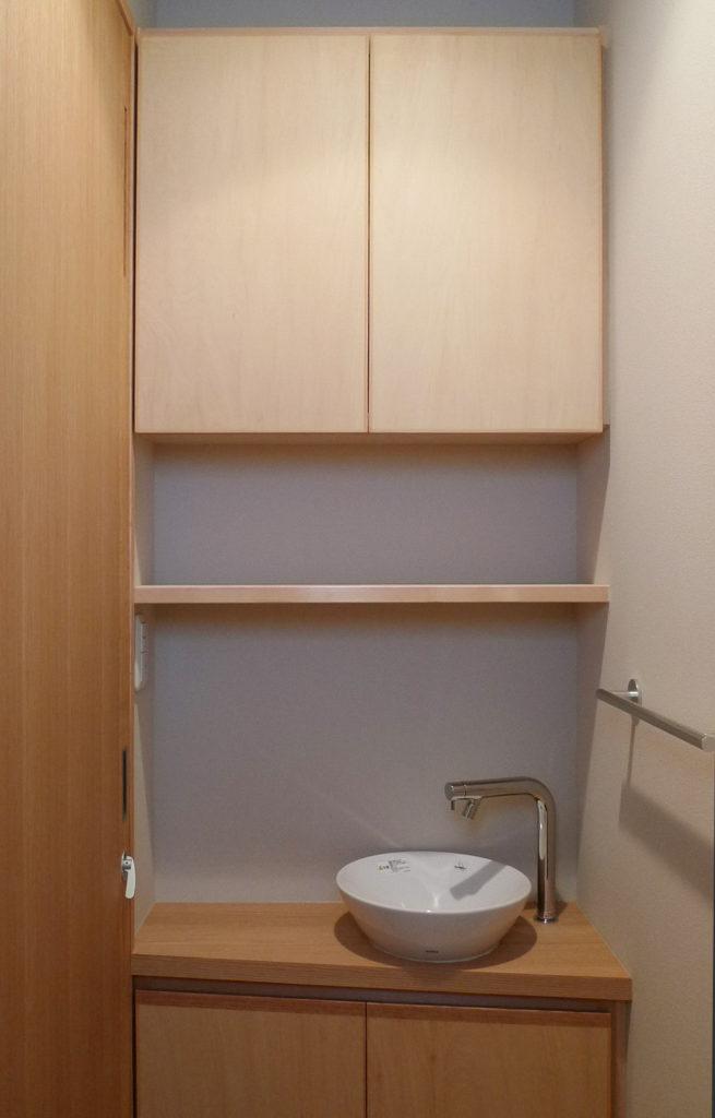 トイレ時間を有意義にする本棚(?)